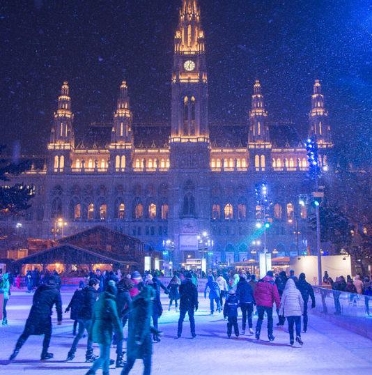 Ice-skating, Wien Rathaus, Vienna, Austria
