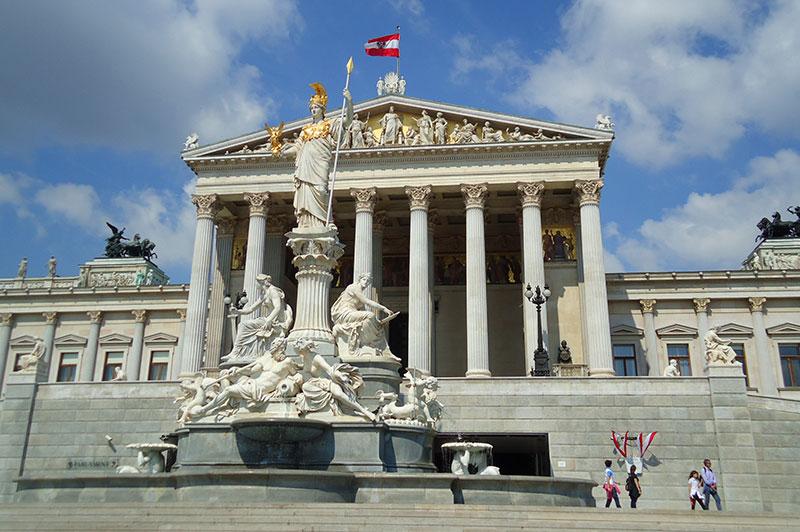 Streetcar sightseeing paast Austria's parlement in Vienna