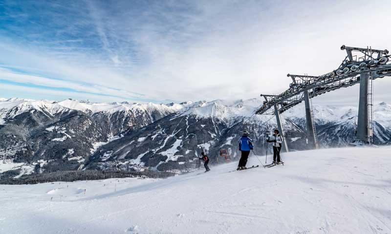 Skiers by the Stubnerkogelbahn, Gasteinertal, SalzburgerLand, Austria